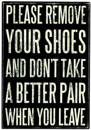 Sign_remove_shoes