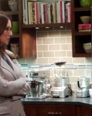 Major_Crimes_1x03_condo_kitchen