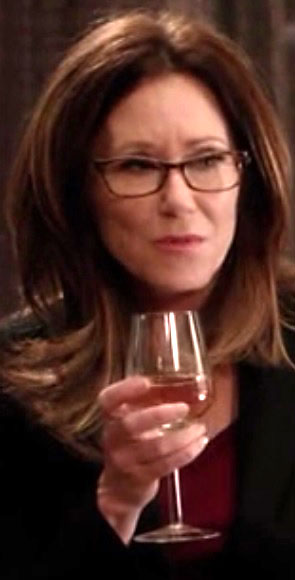 1x01_sharon_raydor_wineglass_02