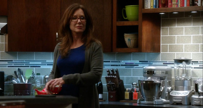 2x13_sharon_raydor_kitchen_02