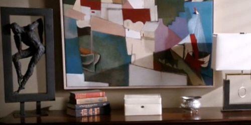 1x02_Raydor_guestrm_knicknacks
