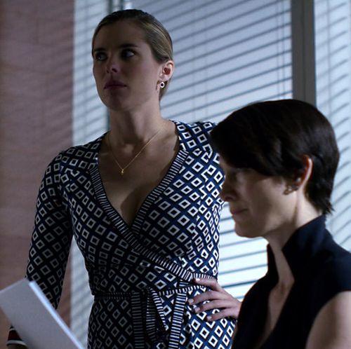 1x07_Pam_Jeri_office_02