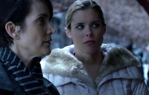 1x04_Pam_Jeri_snow_bunny_02